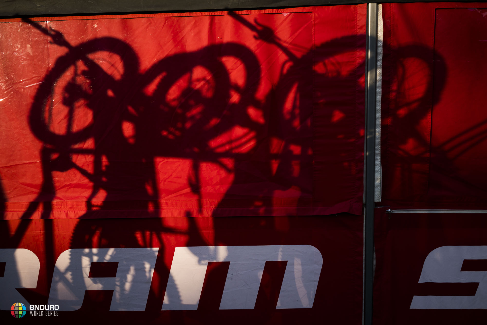 As the sun rises shuttles were loaded and riders head out to the hills for the first day of practice