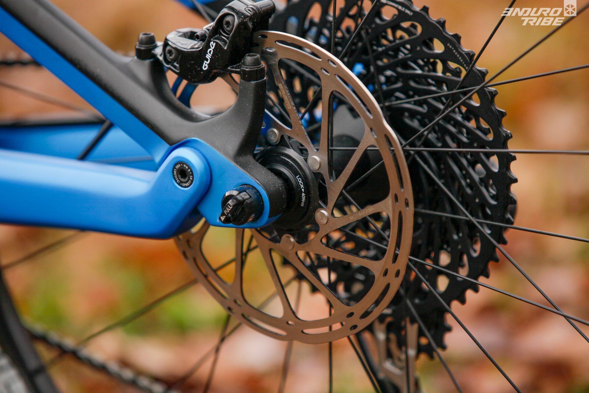 L'axe de roue avec levier intégré, le Quixle, est aussi conservé. Facile, rapide, utile !